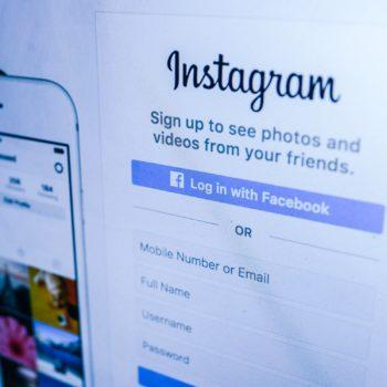 Instagram teste une fonctionnalité pour cacher les hashtags d'un post. Webmaster cannes, agence web cannes